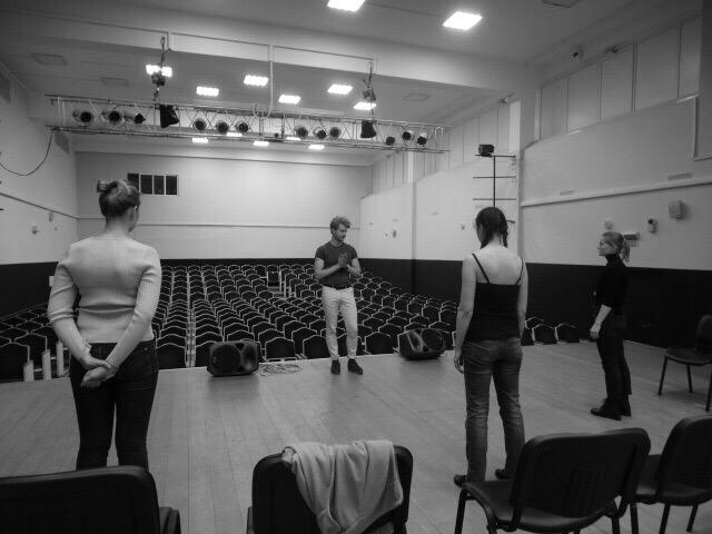 Актеры театров «ТЧК» и «Zerno» научили жителей Братеева сценическому мастерству